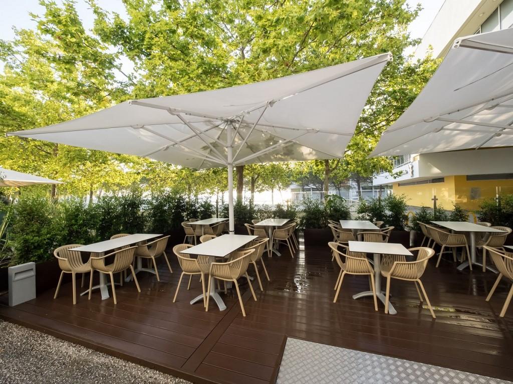 зонт уличный для ресторана
